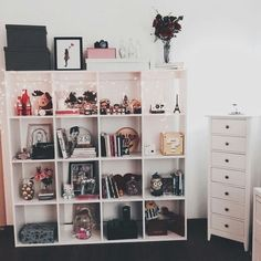 dark and pastel shades • tumblr room • design decor • shelf • white • pink • black • gold // new room ideas