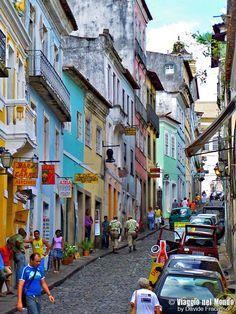 Salvador de Bahia: tra capoeira, colori e favelas Places Around The World, Travel Around The World, Around The Worlds, Top Travel Destinations, Places To Travel, Favelas Brazil, Baja California Mexico, Brazil Carnival, Rio Grande Do Norte