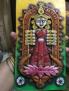 Clay Wall Art, Clay Art, Indian Crafts, Indian Art, Clay Crafts, Arts And Crafts, Board Decoration, Sculpture Art, Sculptures