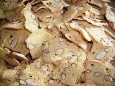 ušleháme bílky, přidáme cukr, nakonec hladkou mouku, polovinu těsta nalijeme do malého srnčího hřbet...