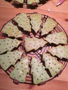 Weihnachtskekse mit grüner Lebensmittelfarbe