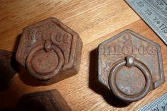 5 poids anciens en fonte décoration pour balance pesage presse papier français de la boutique FrenchCancanVintage sur Etsy