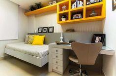 estante aerea amarela escritorio