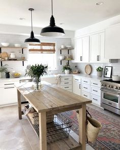 39 Popular Farmhouse Kitchen Wall Shelves Ideas With Most Wonderful Design You Never Seen Farmhouse Style Kitchen, Modern Farmhouse Kitchens, Home Decor Kitchen, Kitchen Interior, New Kitchen, Home Kitchens, Kitchen Design, White Farmhouse, Kitchen Modern