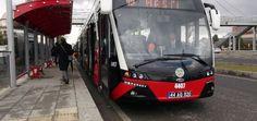 Trambüs, ihtiyacı olan enerjiyi yol boyunca havada asılı olan elektrik hattından alan elektrikli otobüstür. Trambüslerin yurt dışındaki adı troleybüstür.  http://www.mesuttaskin.com/trambus-nedir-209/