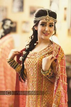 Pakistani bridal headpiece saree New Ideas Pakistani Wedding Outfits, Pakistani Bridal, Pakistani Dresses, Indian Outfits, Shadi Dresses, Pakistani Clothing, Wedding Hijab, Wedding Wear, Indian Dresses