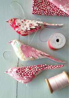 Bird Ornaments fabric stuffed body and fabric covered poster board wing sewing projects diy gifts Sweet Bird Ornaments Have Many Uses - Quilting Digest Fabric Birds, Fabric Scraps, Fabric Toys, Fabric Houses, Diy And Crafts, Crafts For Kids, Arts And Crafts, Kids Diy, Decor Crafts