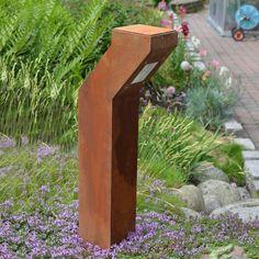 MAGNELLO - MOVET Wegeleuchte. Eine Wegeleuchte aus 1,5 mm starkem Stahl. Die Naturvariante besticht durch ihr verrostetes Aussehen.