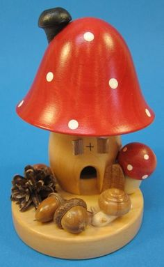 Super cute German smoker... (http://www.christkindl-markt.com/dotted-mushroom-house-german-smoker/)