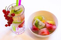Einfache #Rezeptidee für den #Sommer: #Erfrischende #Fruchteis-Würfel.  Hier geht's zum Rezept: https://www.wummelkiste.de/blog/erfrischende-fruchteiswurfel/