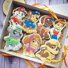 """Дорогие Друзья! А у нас тут команда """"Щенячий патруль"""" в сборе.  Это ооочень трудоемкие персонажи  Много цветов и малюсеньких деталей. Но детки их обожают. Это самые часто заказываемые мульт герои. И мы их делаем.  Они радуют деток на праздничных тортах или в подарочных коробках. ---------------------------------------------------- Стоимость одного такого пряника 380 руб.  Минимальная стоимость заказа 1500 руб. ---------------------------------------------------- ☝Внимание! сейчас принимаю..."""