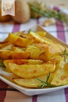 Scolarle e disporle ben Vegetable Recipes, Vegetarian Recipes, Healthy Recipes, Batata Potato, Healthy Cooking, Cooking Recipes, Italian Food Restaurant, Lunches And Dinners, I Foods