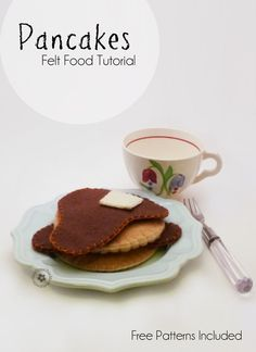 Felt pancakes and felt French toast are the perfect gift for your little one. They are so easy to make! Stop by for the felt food tutorial and free pattern. Felt Crafts Diy, Food Crafts, Felt Diy, Felt Food Patterns, Felt Animal Patterns, Kids Meals, Family Meals, Diy For Kids, Crafts For Kids