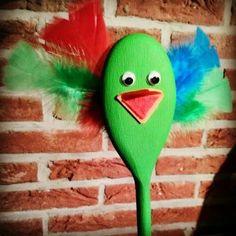 Meneer Babbel is een praatstok, hij kiest een kindje die iets mag vertellen. Meneer Babbel is gemaakt van een houten pollepel, bewegende oogjes, vilt en gekleurde veren.