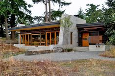 Craftsman house log cabin with cabin roof repair and big modern villa design and log cabin floor plans ohio also patio design mn - Amazing Home Design Patio Design, Exterior Design, Villa Design, Modern Exterior, Residential Architecture, Architecture Design, Sustainable Architecture, Cabin House Plans, Maine House