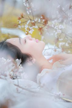 Like Beauty Life fo Keep Cover Eerie Photography, Girl Photography, Simple Pictures, Girl Pictures, Fairy Photoshoot, Solo Photo, She Walks In Beauty, China Art, Cute Wallpaper Backgrounds