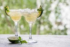 Famous Cuban Cocktails That Tell The History of Cuba - ASocialNomad Margarita Cocktail, Cocktail Glass, Recette Pisco Sour, Margarita Recipes, Cocktail Recipes, Vodka Orange, Triple Seco, Triple Sec Cocktails, Ti Punch
