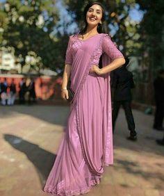 Ashnoor Kaur looks drop-dead gorgeous in saree Fancy Sarees Party Wear, Party Wear Indian Dresses, Designer Party Wear Dresses, Indian Fashion Dresses, Dress Indian Style, Indian Wedding Outfits, Indian Designer Outfits, Girls Fashion Clothes, Fashion Wear