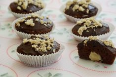 מאפינס שוקולד עם הפתעה מפנקת בפנים - תנו ביס אחד קטן וגלו..  תבנית שקעים מצרכים (12 מאפינס