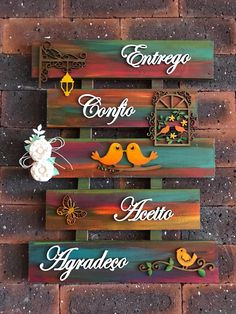 Palete – Keep up with the times. Diy Crafts Slime, Slime Craft, Diy Home Crafts, Diy Arts And Crafts, Wooden Crafts, Paper Crafts, Name Plate Design, Home Entrance Decor, Clay Wall Art