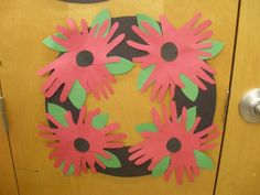 Remembrance Day in Kindergarten School Projects, Art Projects, Projects To Try, School Ideas, Toddler Crafts, Crafts For Kids, Remembrance Day Art, Poppy Wreath, Poppy Craft