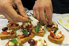 greek food #greece #food Greece Food, Greek Recipes, Bruschetta, Vegetable Pizza, Vegetables, Ethnic Recipes, Greek Food Recipes, Vegetable Recipes, Greek Chicken Recipes