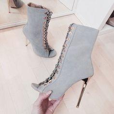 I want these heels soooo badly!!