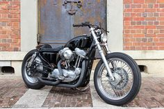 Custom Harley-Davidson XLH 883 Sportster 2001 | Shortened fork | Cut-off rear fender struts | One-off oil tank & battery box | Modified gas tank | Aftermarket headlight | Drag pipes