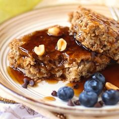 Healthy Peanut Butter Baked Oatmeal! The perfect breakfast or snack... Or dessert even? Maybe so ;) (refined sugar free, low calorie, high protein, high fiber, gluten free, vegan)