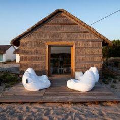 maldivas madera hermosas casas de playa alubias blancas sillones puff bolsas de frijol portugal vida al aire libre