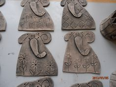 Keramika leden - březen 2012 007 Clay Art For Kids, Clay Projects For Kids, 3d Art Projects, Kids Clay, Ceramics Projects, Elementary Art Lesson Plans, 3rd Grade Art, Homemade Art, Clay Tiles