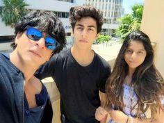 Sharukh with his Children. ♥