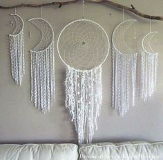 Dream catcher wall hangings - this is everything! Dream Catcher Decor, Dream Catcher Boho, Dream Catchers, Dream Catcher Mobile, Ideias Diy, Diy Art, Decoration, Wind Chimes, Diy Home Decor