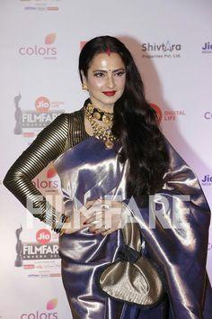 Bollywood Outfits, Bollywood Saree, Bollywood Fashion, Indian Dresses, Indian Outfits, Saree Dress, Saree Blouse, Gold Silk Saree, Rekha Saree