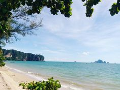 ยนทำใจกอนกลบเมองบาดาล กทมทรก ยงอานขาวตอนเชา กอยากพกเรอkayak.  สวมหนากาก snorkeling รอ.  Vacation damn short. Sea sand sun and tanned guys always leave me super satisfied. I will be back #aonang #krabi #vacation. by wyloly