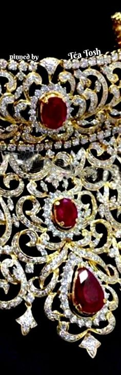 ❇Téa Tosh❇ 22 carat gold huge diamond necklace with rose cut diamonds and round diamonds all over. Very large round rubies, pear shaped rubies adorned all over the necklace. Sri Raj jewellery.
