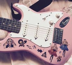 I love Nicole's guitar to death!!