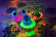 My scary fluorescent Halloween cupcakes which ran in the October 2016 issue of Cake Decoration & Sugarcraft magazine. The tutorial is now available on my website www.caroldeaconcakes.com