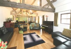 Hamps Barn big living room - 18 bedrooms - peak district