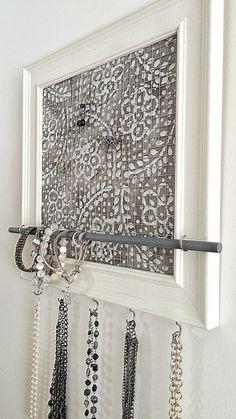 Schmuck Halter, Schmuck-Veranstalter, grau & White Floral Batik mit 5 Silber Haken, Verwittert weißen Rahmen