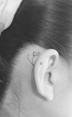Thin, small and simple tattoos for her – tattoos and piercings … – small tattoo Mini Tattoos, Body Art Tattoos, Sexy Tattoos, Subtle Tattoos, Cat Tattoo Designs, Simple Tattoo Designs, Simple Designs, Tattoo Style, Shape Tattoo