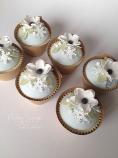 Winter Wonderland cupcakes inspired by stationery design by Lucy Ledger.