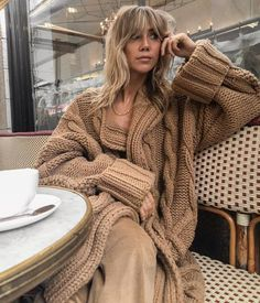 How To Wear Camel This Fall What is fall without good old camel coat or wool-blend camel blazer? Long Cardigan, Sweater Cardigan, Cardigan Fashion, Fashion Fashion, Review Fashion, Fashion Clothes, Latest Fashion, Fashion Beauty, Fashion Dresses