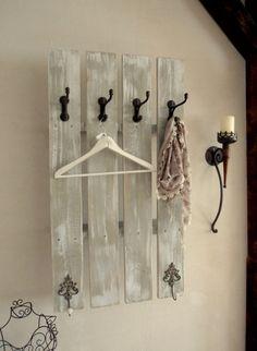 Unsere neue Schweden-Garderobe bietet Euch eine Menge Stauraum,für kleine Dielen, Badezimmer usw. Auf der Rückseite gibt es noch genügend Platz für Mützen,Schals,Schirme ...oder für ein schönes...