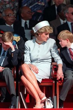 May Prince Charles, Lady Diana, Prince William & Prince Harry attend the Heads of State VE Remembrance Service for the Anniversary Celebration of VE Day in Hyde Park , London(x) Diana Son, Lady Diana Spencer, Prince William And Harry, Prince Harry And Meghan, Prince Charles, Princess Diana Family, Princess Of Wales, Real Princess, Princesa Diana