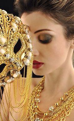Golden Mask | Masquerade au Château | Rosamaria G Frangini