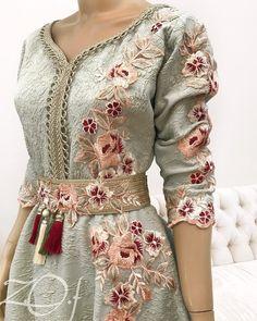 ✖️✖️SOLD OUT ✖️✖️SOLD OUT ✖️✖️ ✖️✖️SOLD OUT ✖️✖️SOLD OUT ✖️✖️ . من أحدث تصاميمي #فستان #ستايل #مغربي ، للكبار متوفر بعدة مقاسات جاهز للتسليم الفوري للطلب يرجي التواصل ع الواتساب فقط . . Size: S , M , L , XL Price: 1300 Dhs #fashion #design #pearl #elegant #classy #off_withe #moroccan_caftan #dresses #style #classic #Princes #haute_couture #outfit #moda #chic #jalabyah #instafashion #dress #uae #zof_caftan