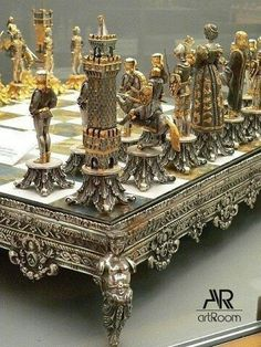 Silvered and Gilded Bronze Vasari Figural Chess Set rests on a board of silver framed polished Italian onyx Photographed at the Maryhill Museum of Art in Goldendale, Washington. Hildesheimer Rose, Objets Antiques, Bronze, Chess Pieces, Board Games, Sculptures, Life Hacks, Creations, Objects