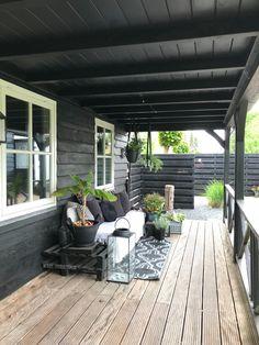 Tuin – Binnenkijken bij wendy_studiozinnig – Caitlin J. Backyard Patio Designs, Pergola Patio, Backyard Landscaping, Urban Garden Design, Garden Design Plans, House Cladding, Minimalist Garden, Outdoor Living, Outdoor Spaces