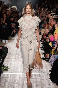 Isabel Marant Spring 2020 Ready-to-Wear Fashion Show - Vogue Fashion Week Paris, Fashion Weeks, Summer Fashion Outfits, Spring Summer Fashion, Stylish Outfits, Prada Spring, Winter Outfits, Girl Outfits, 2020 Fashion Trends